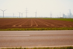Windkraft- und Kohlekraftwerke