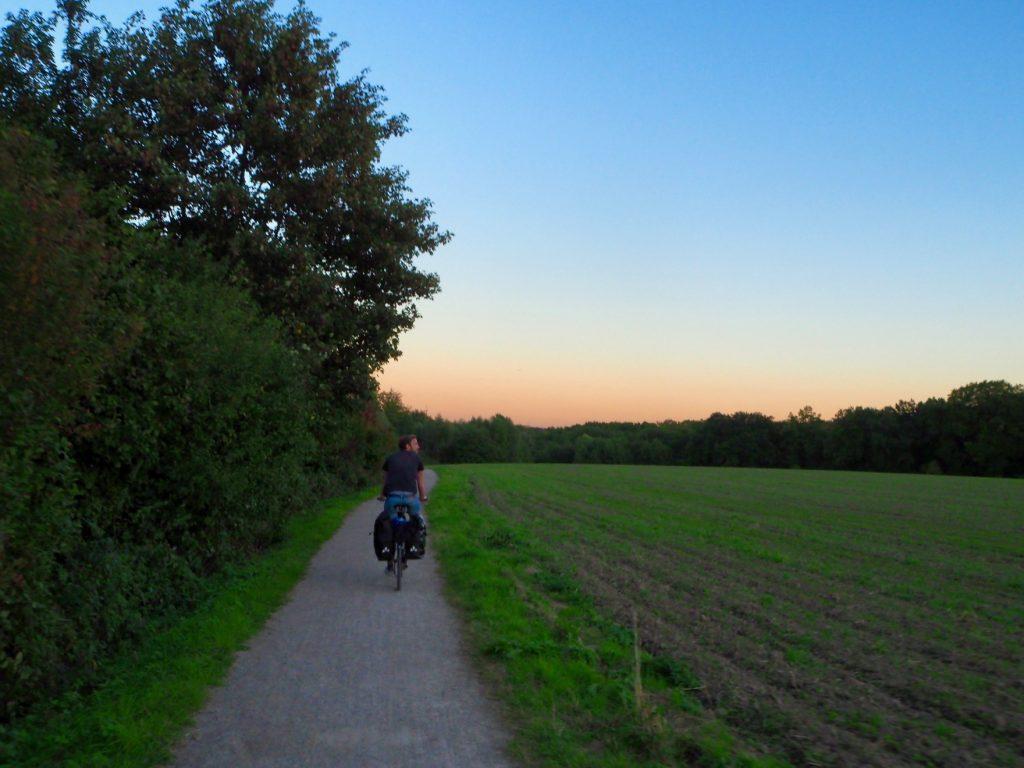 Radfahren im Sonnenuntergang