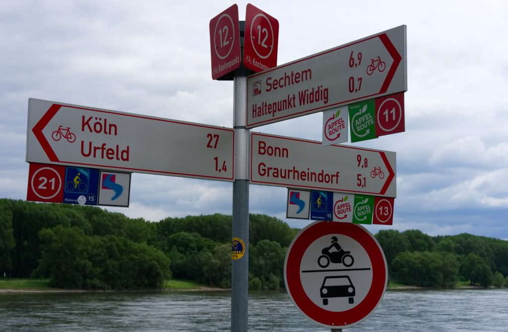 Beschilderun der RheinischenApfelroute